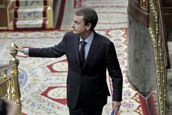 Zapatero contradice a su partido y defiende a Sarkozy